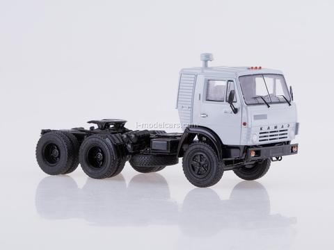 KAMAZ-54112 with semitrailer flour carrier ASP-25 1:43 Start Scale Models (SSM)