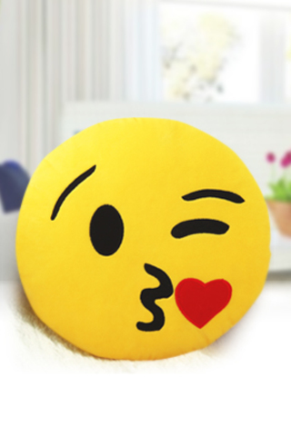 "Подушка Эмоджи ""Поцелуйчик"""