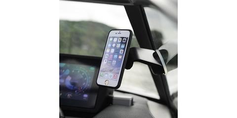 Автомобильный держатель присоска для смартфона SP Suction Mount с телефоном