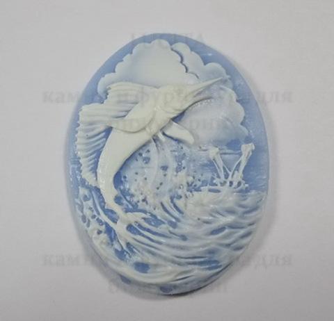 """Камея """"Рыба-меч """" белого цвета  на голубом фоне 40х30 мм ()"""