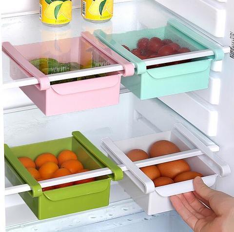 Контейнер с креплениями для холодильника, который можно использоват...