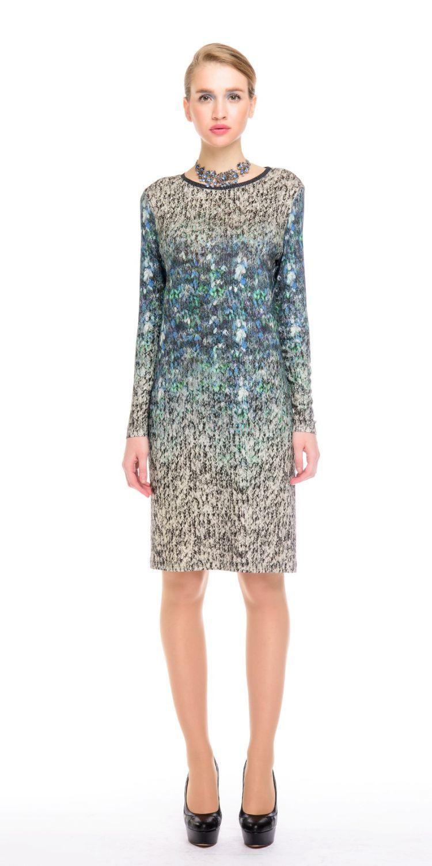 Платье З142-471 - Комфортное и практичное платье свободной формы станет отличным решением на каждый день. Ткань с принтом деграде с имитацией вязанного трикотажа скроет недостатки фигуры, подчеркнув ее достоинства.