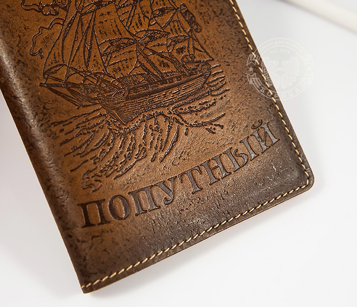 BY14-29-03 Кожаная обложка на паспорт с кораблем «Всегда Попутный» фото 02