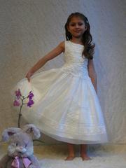 Нарядное платье для девочки (молочное)