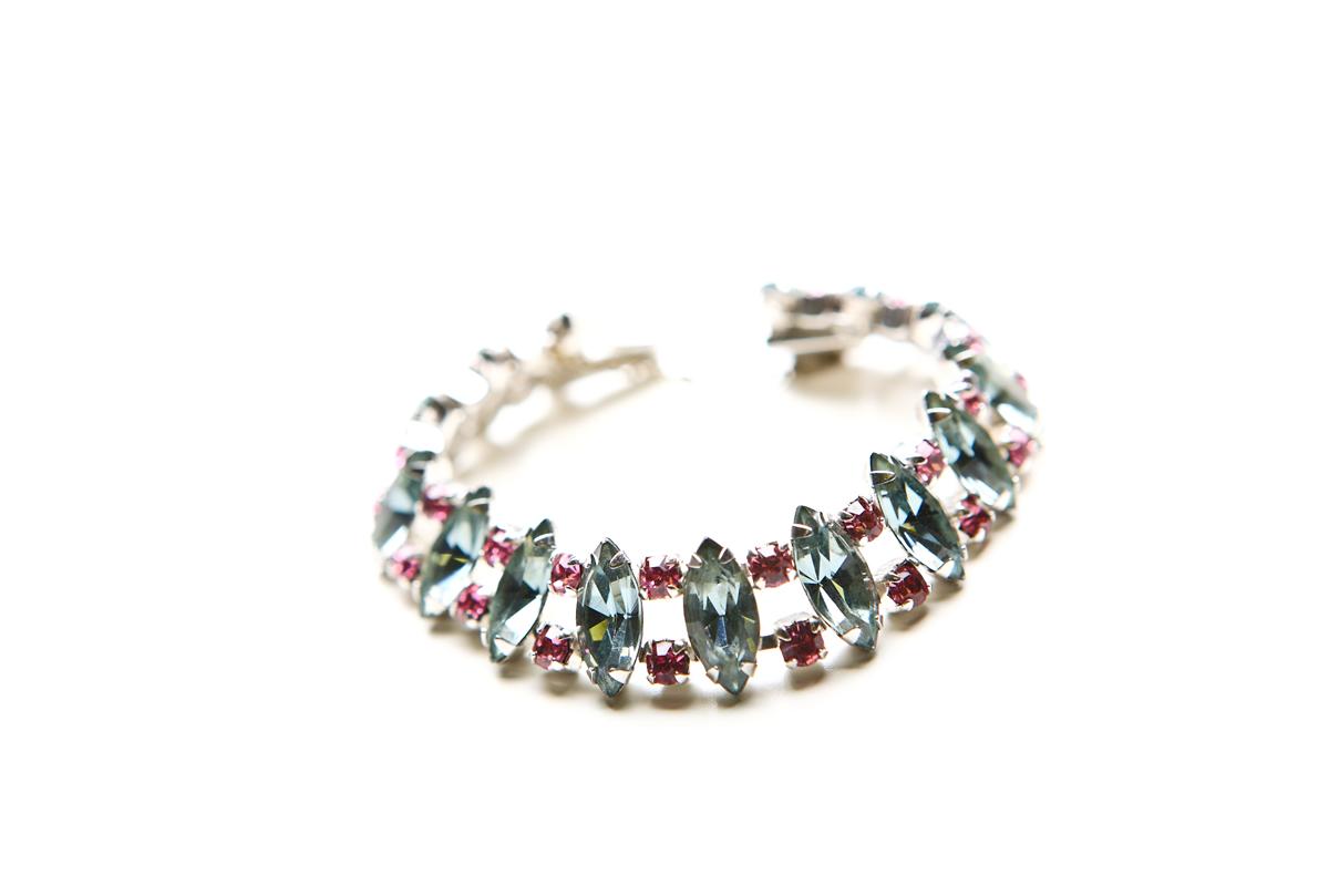Прекрасный браслет и клипсы с розовыми и серыми кристаллами от Weiss