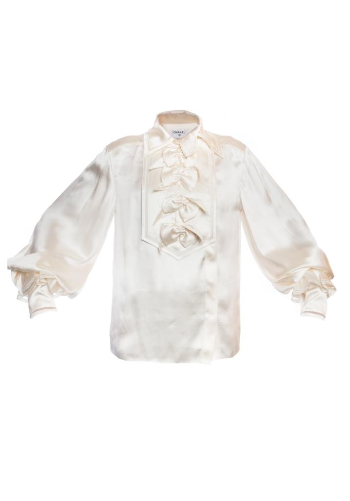 Роскошная блузка из шелка кремового цвета от Chanel, 38 размер.