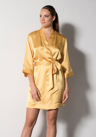 Яркий шелковый халат