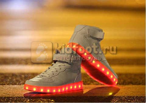 Светящиеся высокие кроссовки с USB зарядкой Fashion (Фэшн) на шнурках и липучках, цвет белый, светится вся подошва. Изображение 27 из 27.