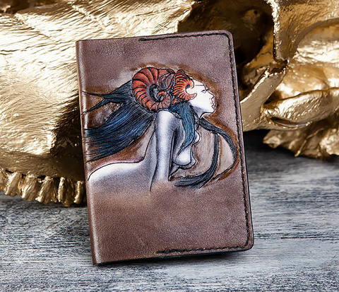 BC182 Обложка ручной работы с мифическим персонажем