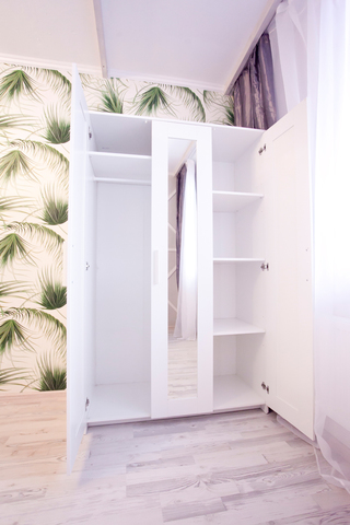 вместительный шкаф