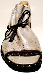 Бежевые кожаные босоножки на низком ходу Marani Magli