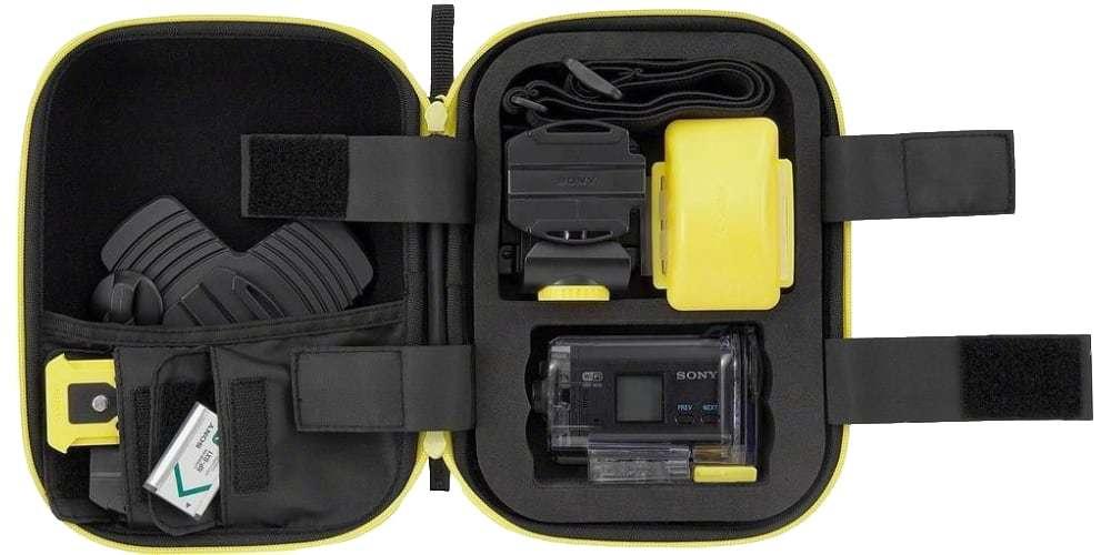 Чехол Sony (LCM-AKA1) открыт и заполнен