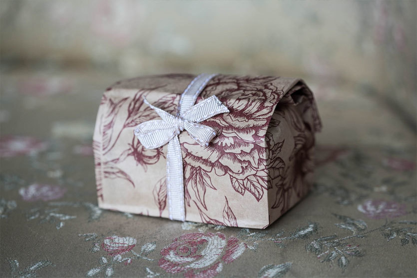 Подарочный пакет для мыла с рисунком Розы