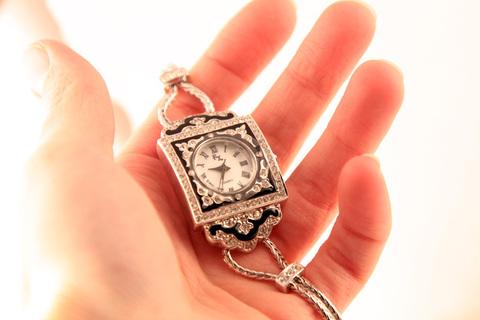 Оригинальные кварцевые часы с эмалью и кристаллами от Franz Xavier