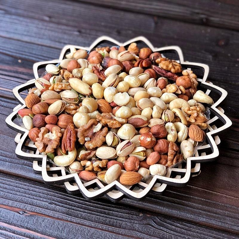 Фотография Ассорти орехов без макадамии в корзине 420 гр. купить в магазине Афлора