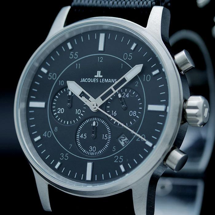 Оформление часов можно подобрать как к классическому, так и к спортивному стилю одежды.
