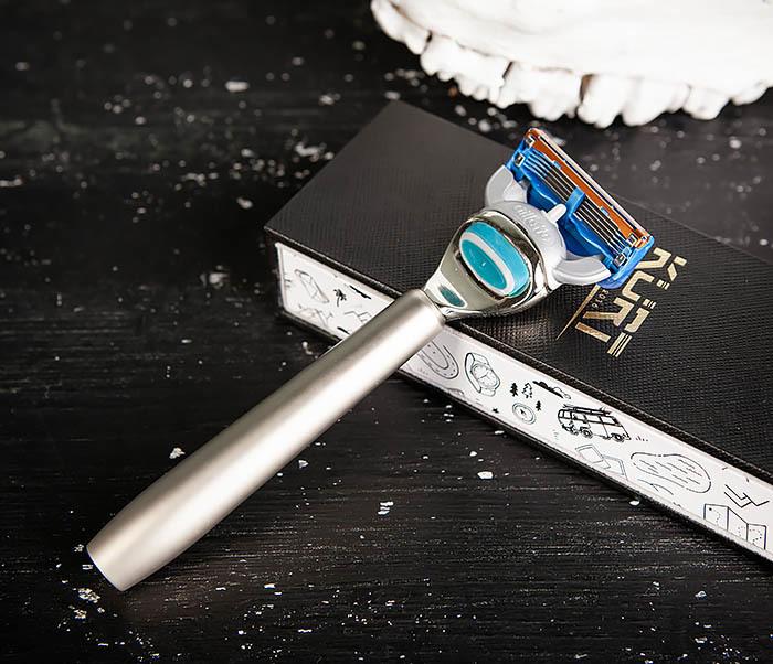 RAZ475 Станок для бритья с кассетой GILLETTE Fusion в подарочной коробке