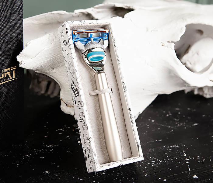 RAZ475 Станок для бритья с кассетой GILLETTE Fusion в подарочной коробке фото 03