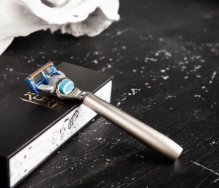 RAZ475 Станок для бритья с кассетой GILLETTE Fusion в подарочной коробке фото 06