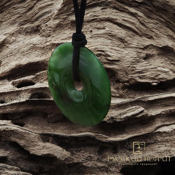 Диск Би из зеленого нефрита. Диаметр 45мм.