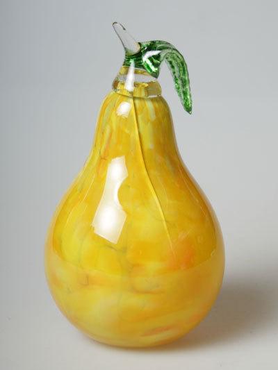 Груша из стекла желтая
