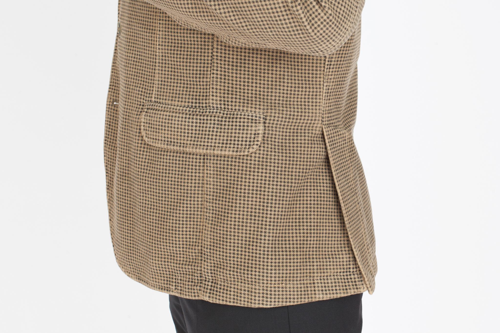 Бежевый хлопковый пиджак в мелкую чёрную клетку, накладной карман