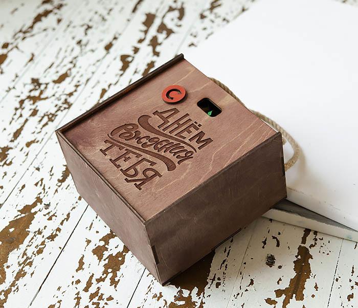 BOX228-3 Деревянная коробка «С Днем Рождения» с веревочными ручками (17*17*10 см) фото 03