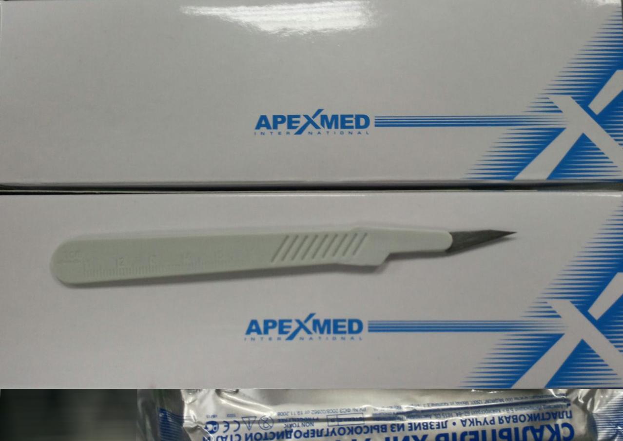 Нож-скальпель для творчества с пластиковой ручкой