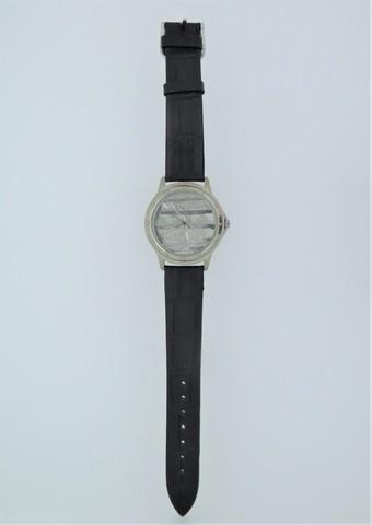 Часы с циферблатом из метеорита