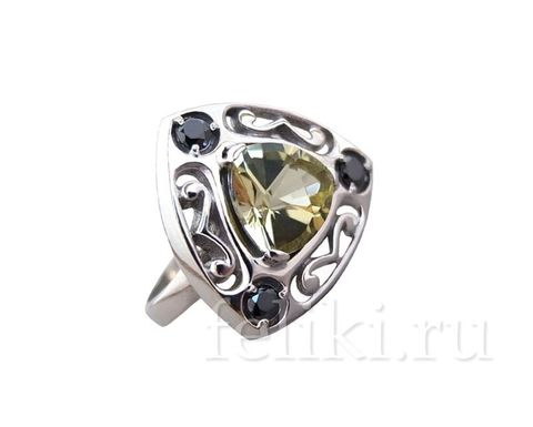 серебряное кольцо с лимонным кварцем 8*8 мм