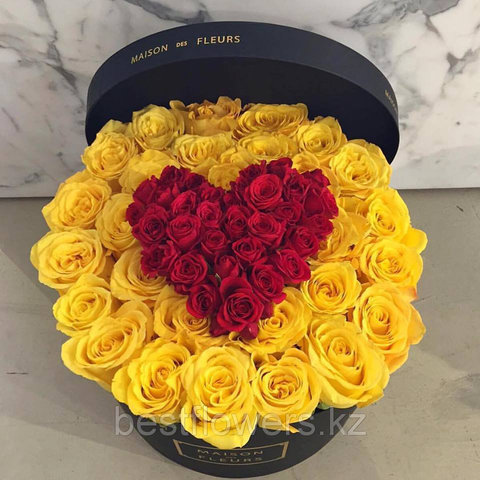 Коробка Maison Des Fleurs с розами 28