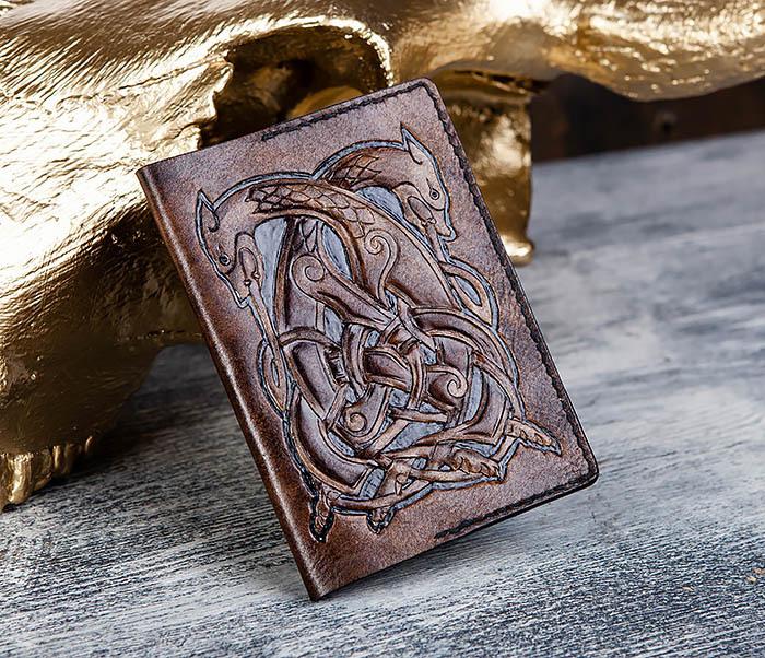 BC183 Обложка на паспорт ручной работы с кельтским орнаментом фото 01