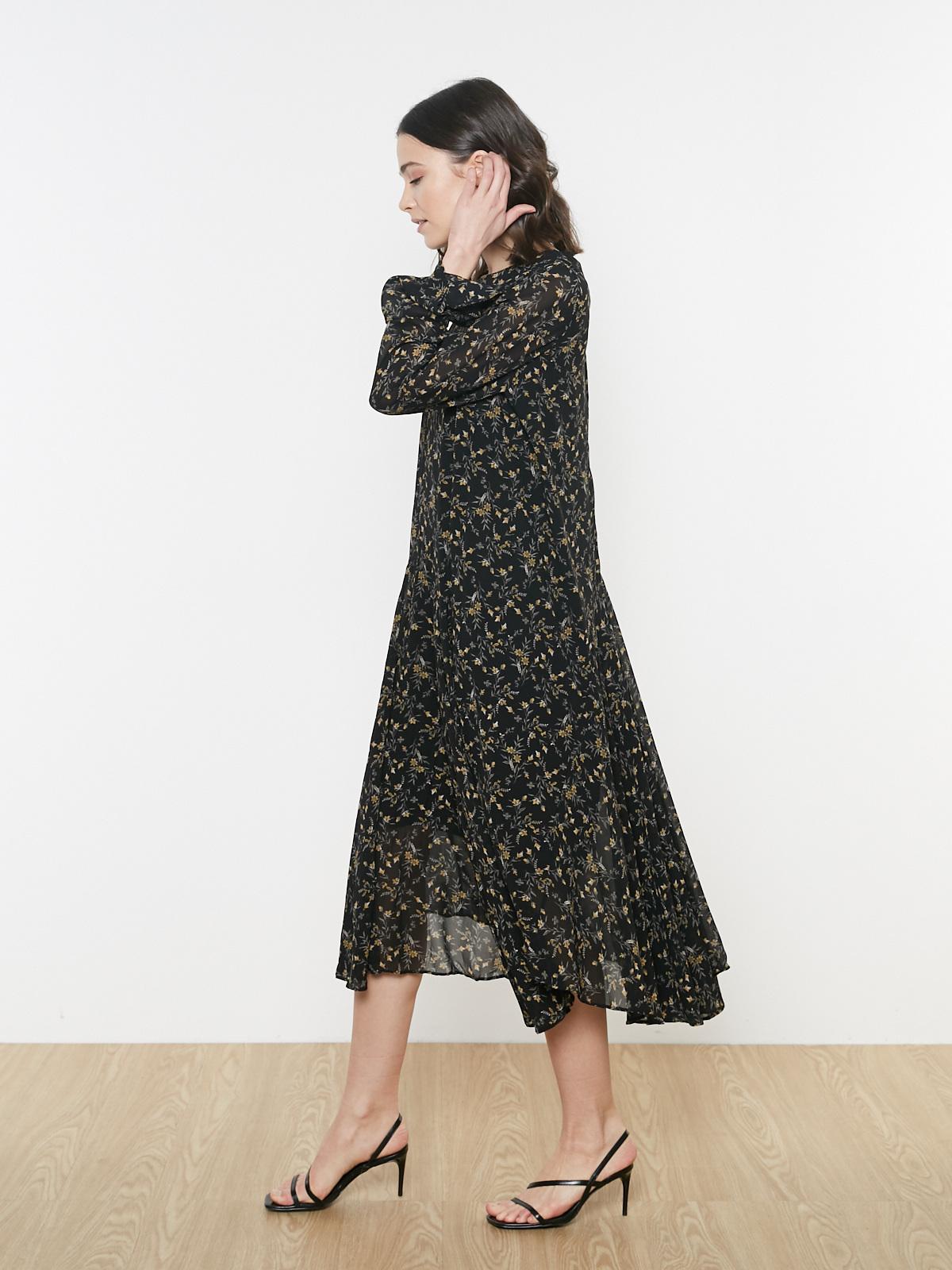 Платье с асимметричным низом в цветочек