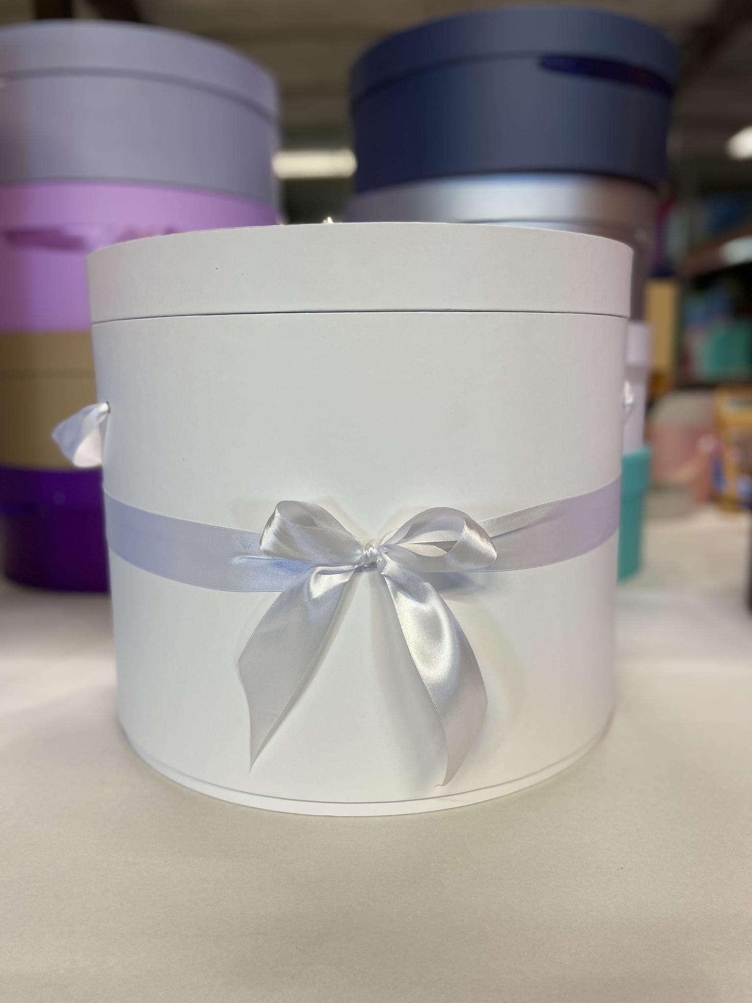 Шляпная коробка 40 см Цвет: Белый   . Розница 1200 рублей .