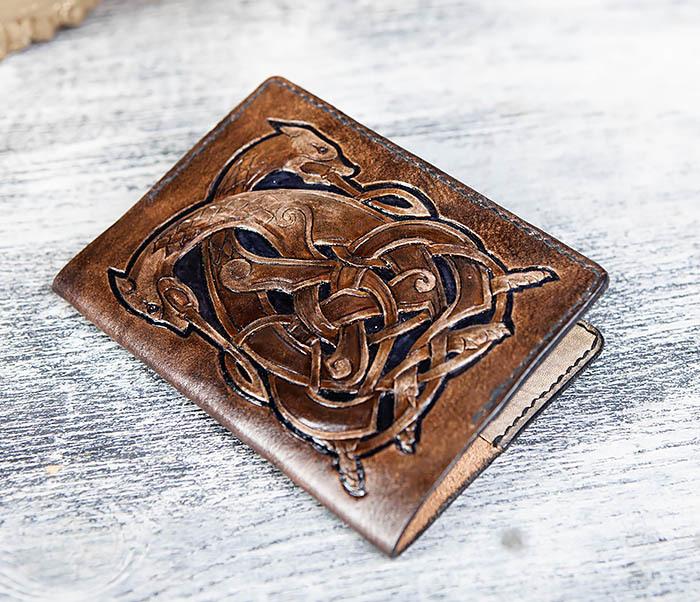 BC183 Обложка на паспорт ручной работы с кельтским орнаментом фото 03