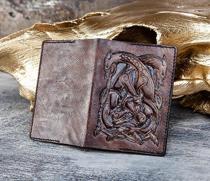 BC183 Обложка на паспорт ручной работы с кельтским орнаментом фото 04