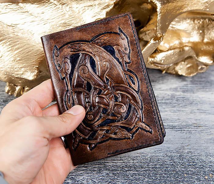 BC183 Обложка на паспорт ручной работы с кельтским орнаментом фото 06