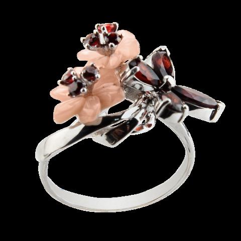 Кольцо с цветком из розового перламутра и натуральным гранатом