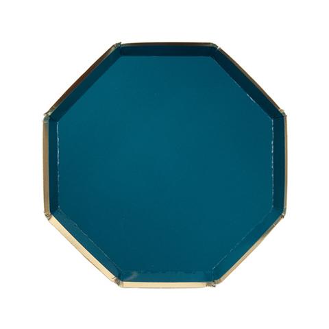 Маленькые темно-зеленые восьмиугольные тарелки