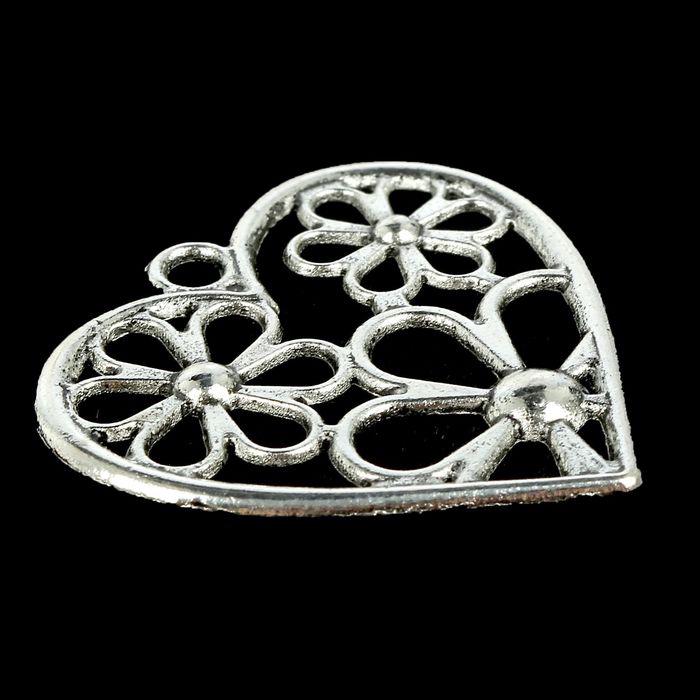 Металлическая подвеска Цветочное сердечко