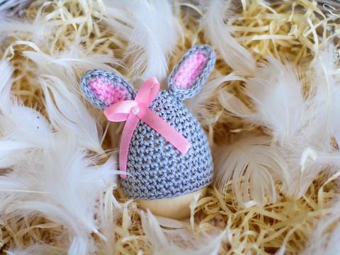 Великодній декор. Шапочка на крашанки - Кролик світло-сірий з рожевими вставками.