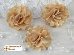 Цветы атласные с фатином карамельные диаметр 5 см