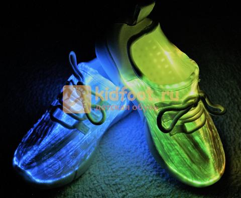 Светящиеся кроссовки с USB зарядкой на шнурках, цвет белый, светится верх. Изображение 11 из 23.