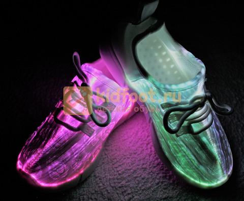 Светящиеся кроссовки с USB зарядкой на шнурках, цвет белый, светится верх. Изображение 14 из 23.