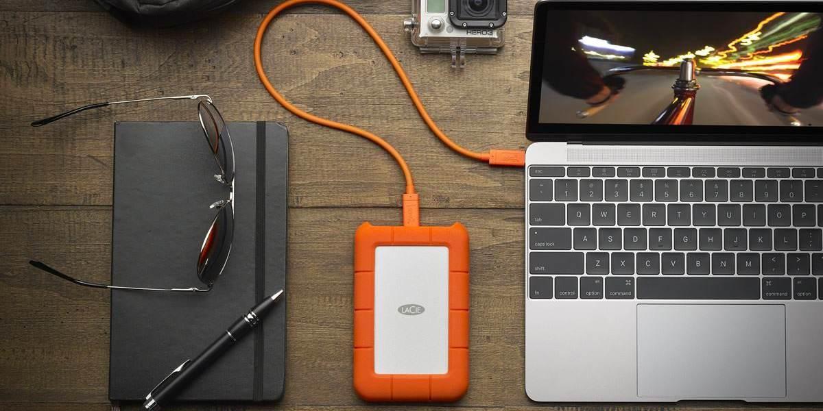 """Внешний жесткий диск 1TB LaCie Rugged Mini USB-C 2,5"""" подключен к ноутбуку"""