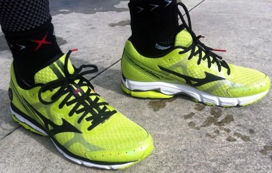 Мужские кроссовки для бега Mizuno Wave Rider 17 (J1GC1403 11) желтые