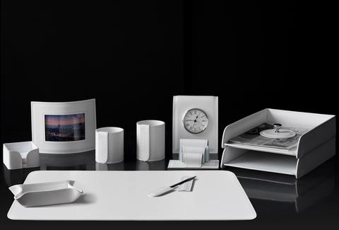 Набор на стол руководителя 12 предметов из кожи цвет белый