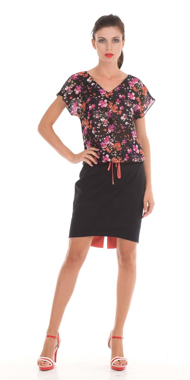 Блуза Г506-378 - Блуза свободного силуэта с цельнокройным рукавом. Низ блузы обработан кулисой, что позволяет регулировать длину. Ткань легкая и невесомая, яркий принт скроет любые недостатки фигуры.