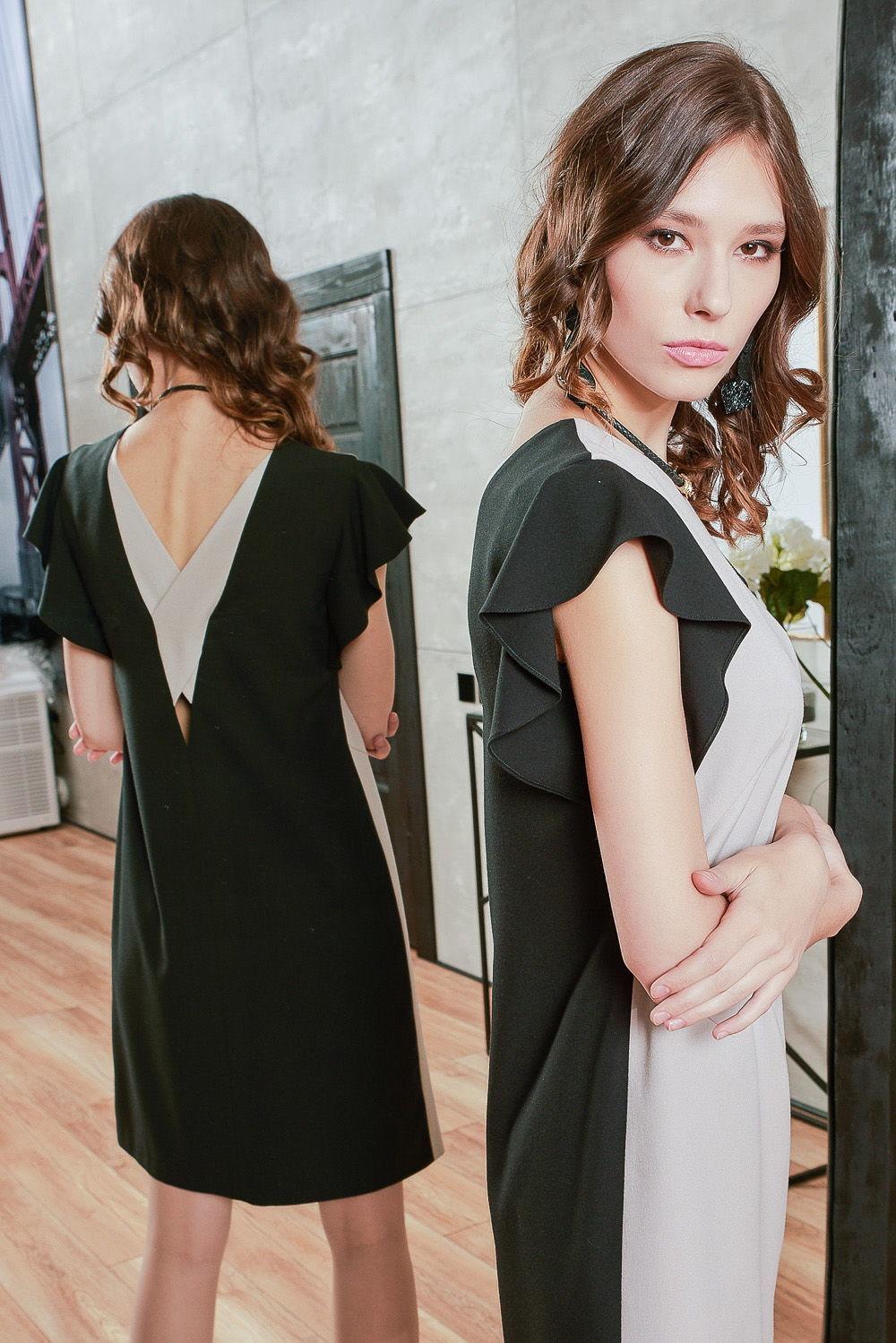 Платье З426-514 - Изумительное комбинированное платье из дуэта тканей компаньонов. Нежный пастельный кремовый тон платья гармонично комплектует черная монохромная ткань.Изюминкой модели служат кокетливые рукава-крылышки и глубокий V-образный вырез на спине, контрастно декорированный элементами из основной ткани. За счет качественного материала и подклада, платье отлично садится на фигуру.Платье прямого силуэта длиной на ладонь выше колена. Обеспечивает свободу движения и поможет скрыть возможные несовершенства фигуры.Платье добавит вам привлекательности в повседневной жизни и на коктельных вечеринках