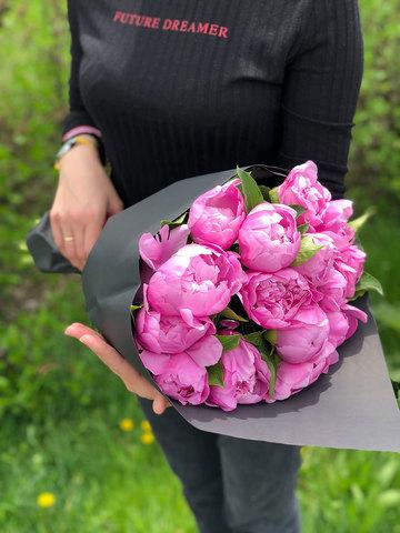 15 розовых пионов в крафте